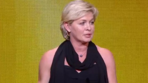 Silvia Neid wins FIFA World Coach of the Year for Women's Football 2013