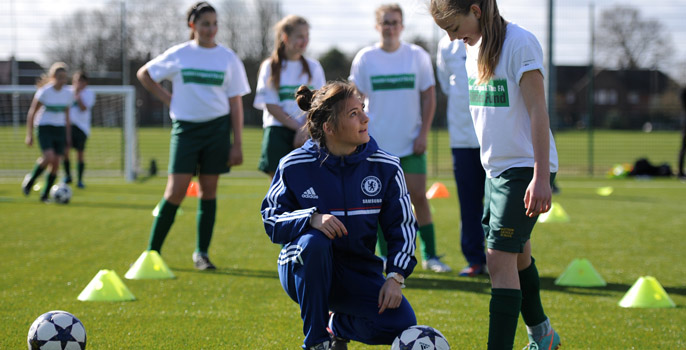 Chelsea's Hannah Blundell coaches a Matthew Arnold pupil