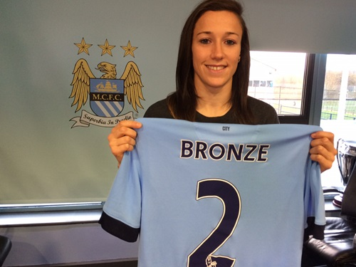 Lucy Bronze signs for Manchester City