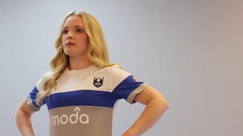 Seattle Reign FC unveils new 2015 kits at Chihuly Garden
