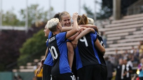 Seattle Reign FC Clinches Playoff Spot With 2-1 Win Over The Houston Dash