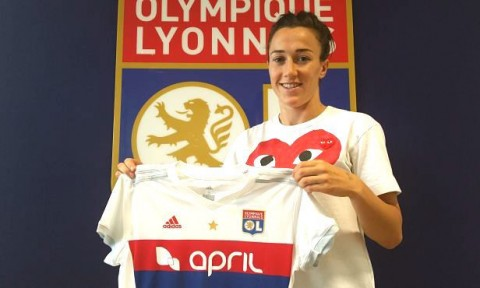Lucy Bronze signed a three year contract with Olympique Lyonnais