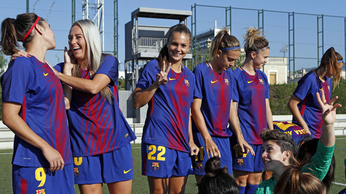 FC Barcelona's men's and women's team posed together today for the 2017/18 season's official photo