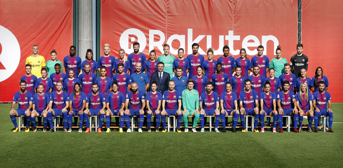 Fc Barcelona S Men S And Women S Team Posed Together Today For The 2017 18 Season S Official Photo