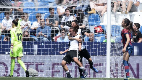 Valencia CF beat Levante UD 1-0 in the Valencian derby in front of over 14,000 fans