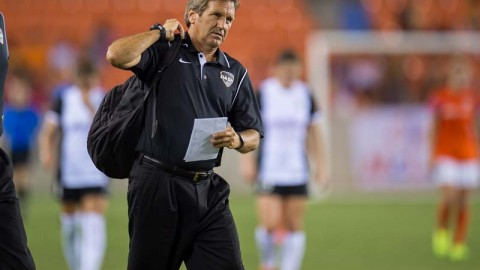 Randy Waldrum of Houston Dash mic'd up for opening NWSL match!