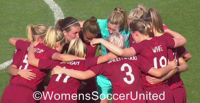 England huddle at the 2020 SheBelieves Cup